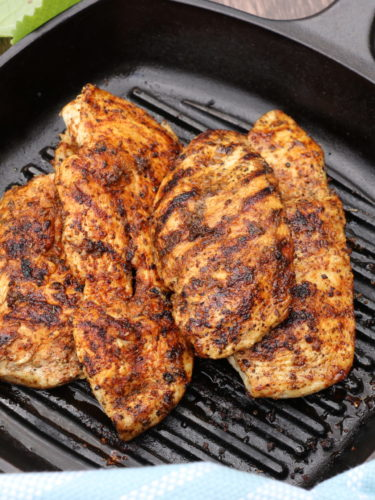 Cast Iron Skillet Chicken Breast – Ready in 12 Minutes | Comfy Goat